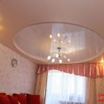 Комбинация лакового и матового полотна в натяжных потолках